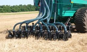 spreading liquid manure in wheat with a toolbar
